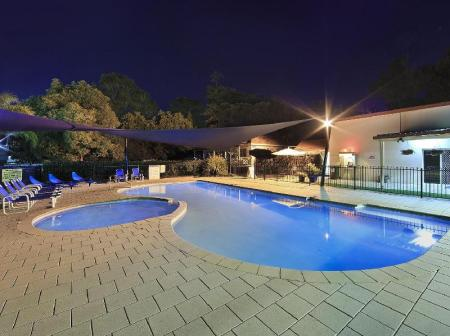 Swimming pool Ingenia Holidays Nepean River