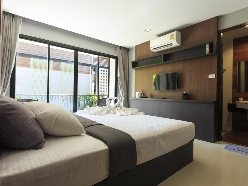 Deluxe Twin Room with Balcony, No View