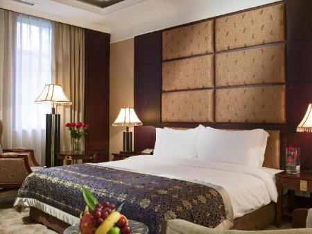 Executive King Bed Grand Mercure Xian on Renmin Square
