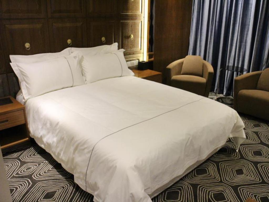 Boutique King Bed Melody Hotel