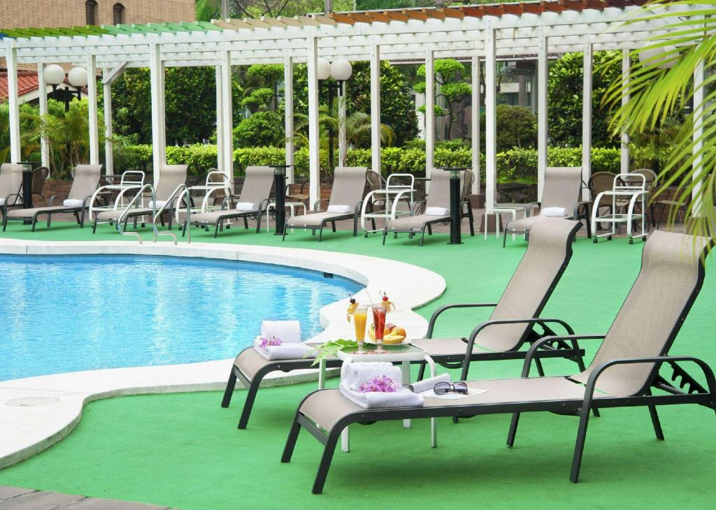 Swimming pool [outdoor] The Howard Plaza Hotel Taipei