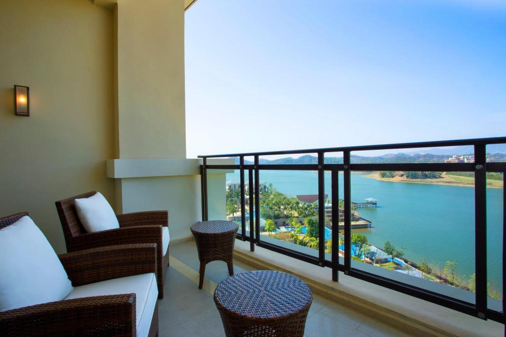 ROOM, Guest room, 1 King or 2 Twin/Single Bed(s), Balcony - View