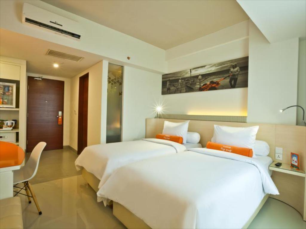 HARRIS Room - Bed HARRIS Hotel Seminyak