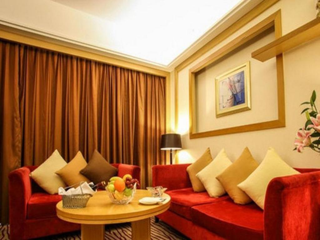 Executive Suite with King Bed - Guestroom Crowne Plaza Zhanjiang Kang Yi