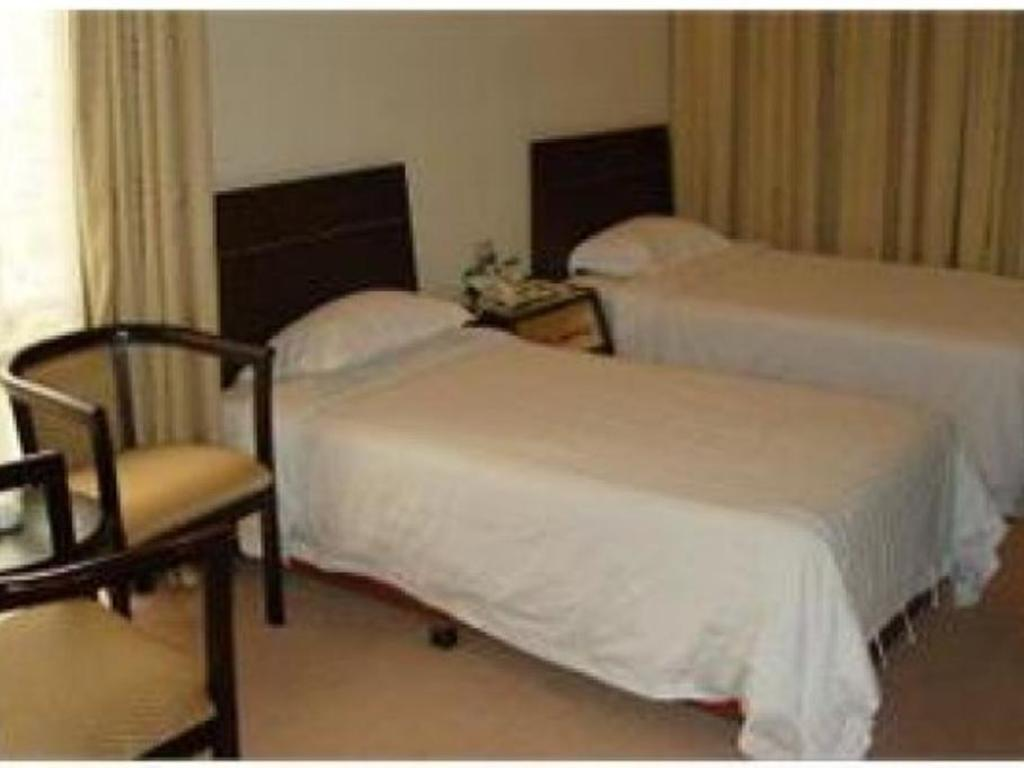 Standard King Bed - Bed Greenery Hotel