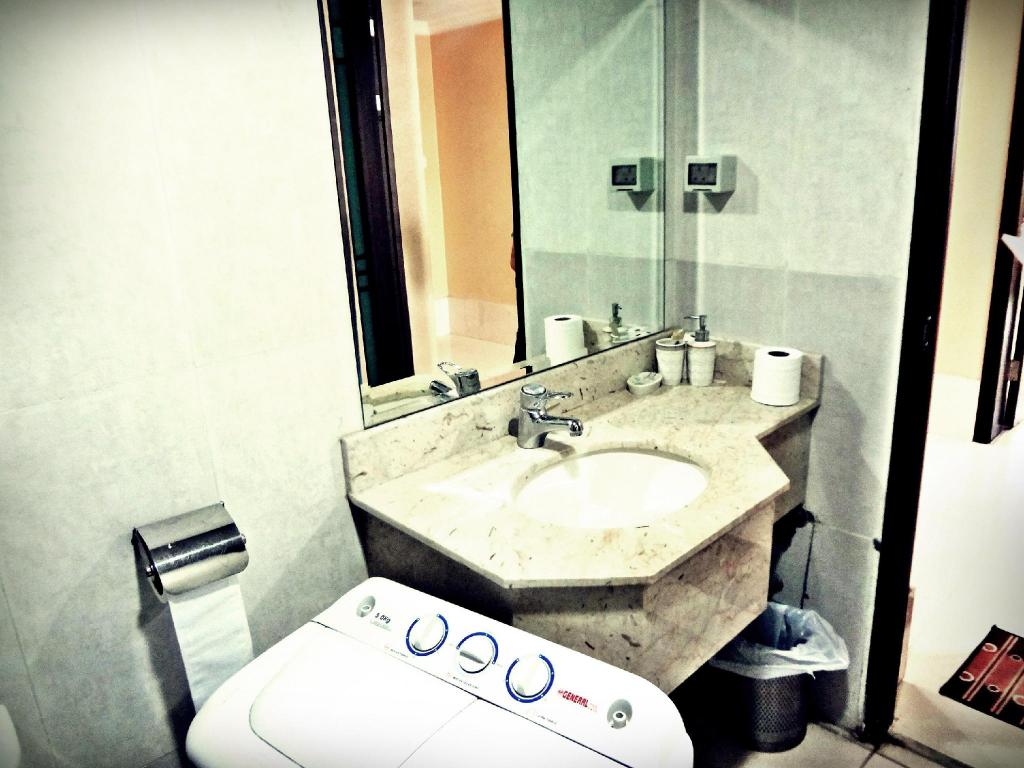 Bathroom Qairawan Suites Hotel Apartments