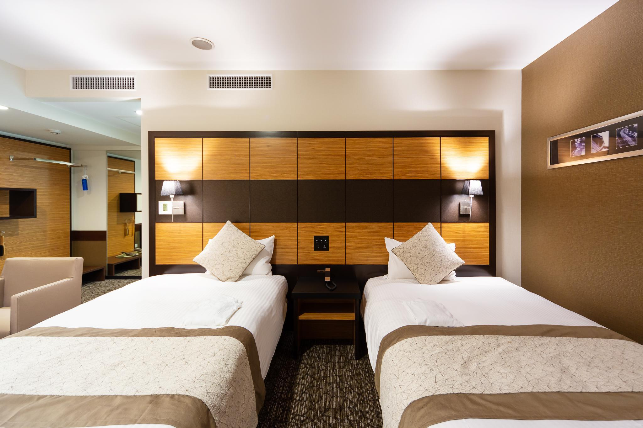 Kamar Executive Twin dengan Ranjang Tambahan – Bebas Asap Rokok (Executive Twin Room with Extra Bed - Non-Smoking)