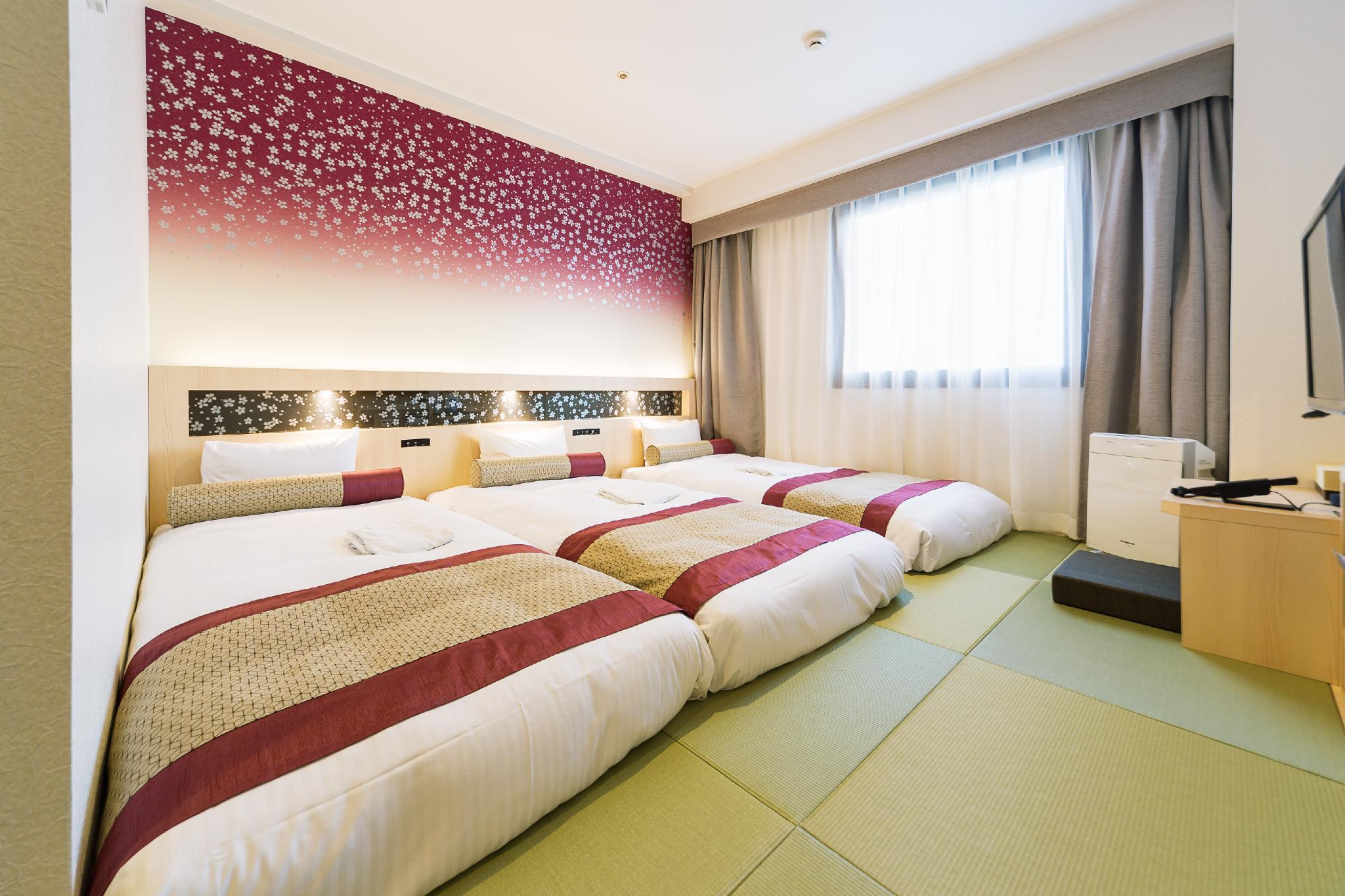 Kamar Triple Sakura – Baru Direnovasi (Sakura Triple Room - Newly Renovated)