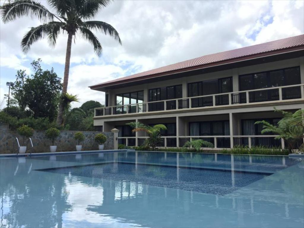Hillcreek gardens tagaytay hotel in philippines room deals photos reviews for Tagaytay resort with swimming pool