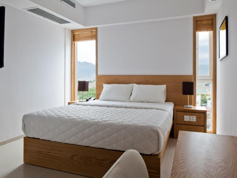 Superior City View and Mountain View - Double Bed