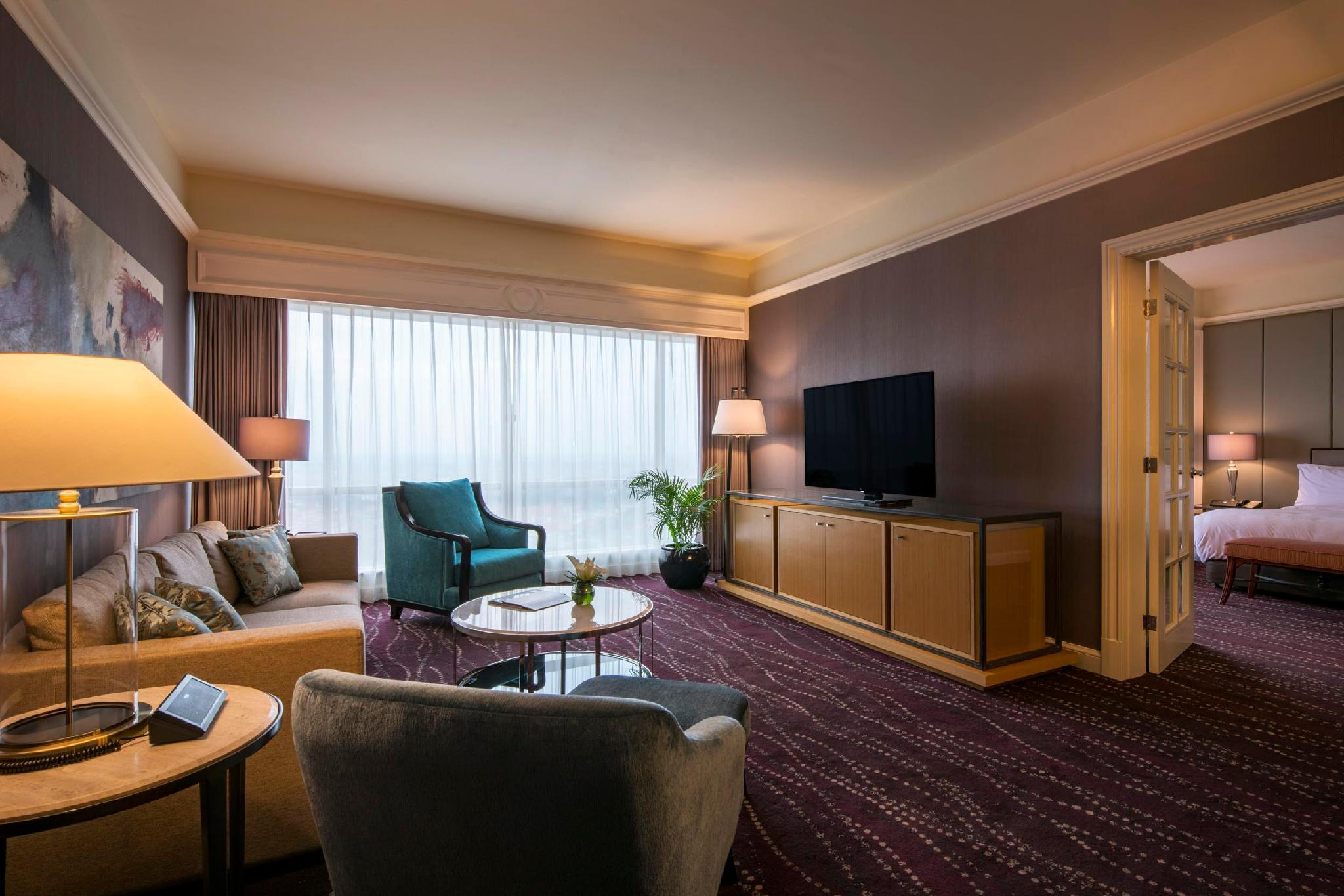 One Bedroom Suite, Executive lounge access, 1 King