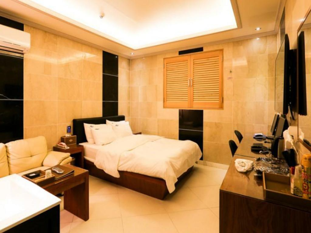 Deluxe Double Room - Guestroom Renaissance Hotel Sillim