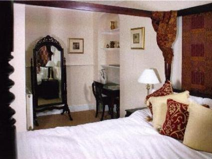 Double Room Four Poster Bed
