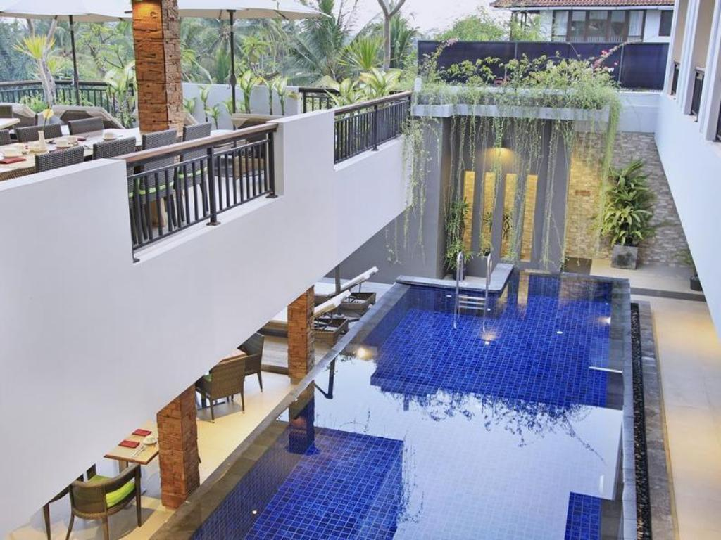 Swimming pool Puri Padma Hotel and Spa