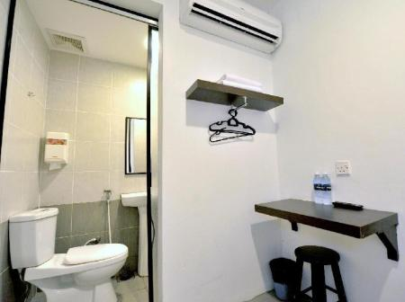 Bathroom Place2Stay @ RH Plaza Hotel