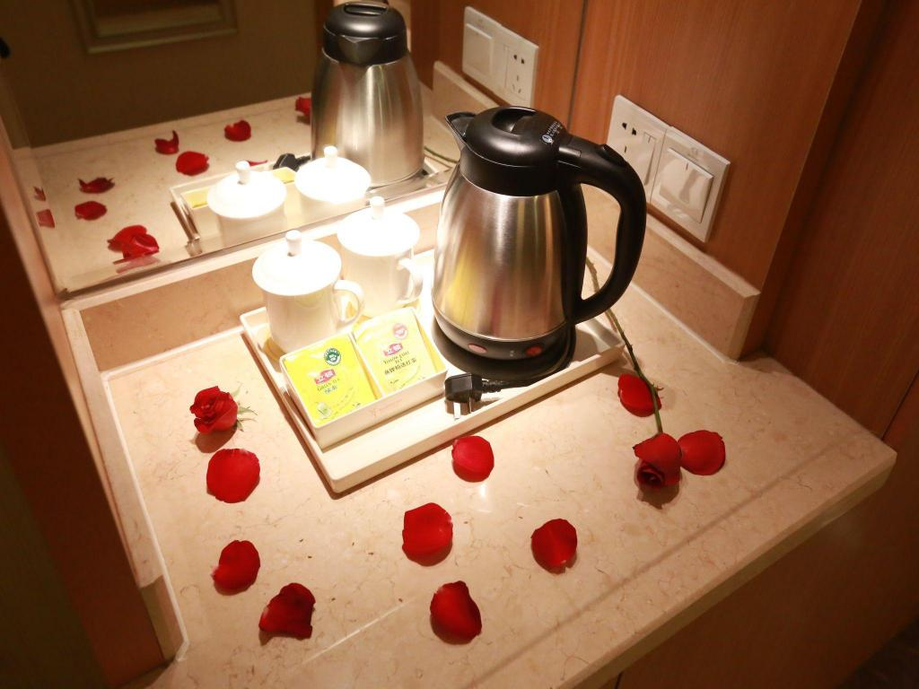 Deluxe King Room - Room amenities Vienna International Hotel Shenyang Railway Station Branch