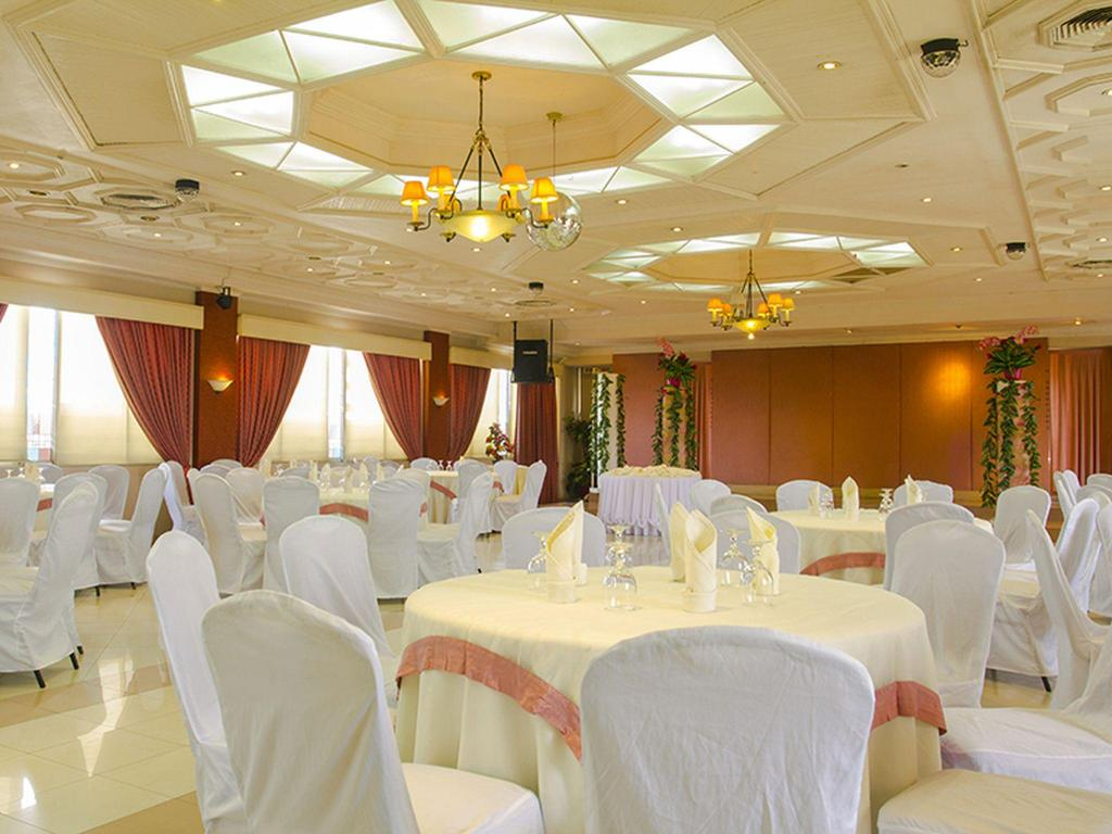 Salón de banquetes Grand City Hotel