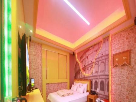 Standard Double Bed Room Hotel Pop Jinju