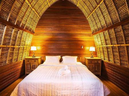 Deluxe Double or Twin Room Sukanusa Luxury Huts