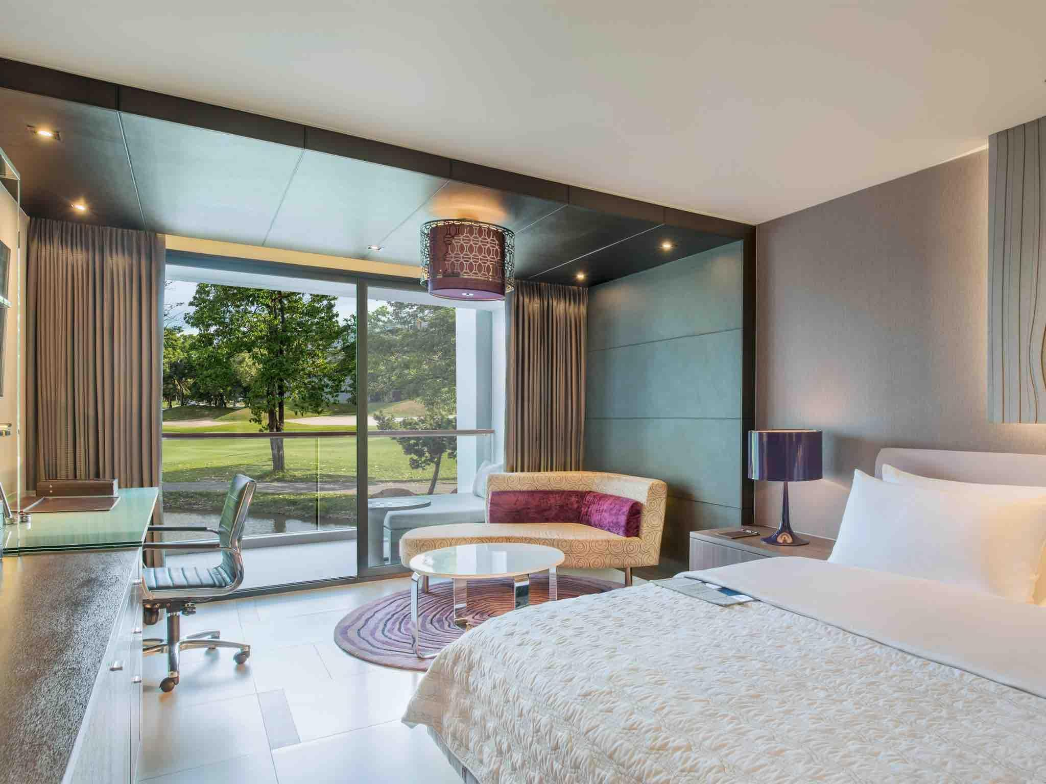 Grande Club, Guest room, 1 King, Golf view, Balcony
