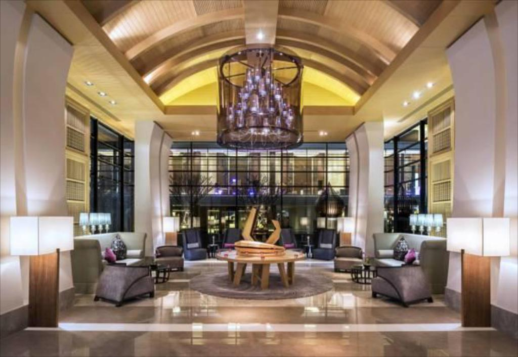 Empfangshalle Le Meridien Suvarnabhumi Bangkok Golf Resort and Spa