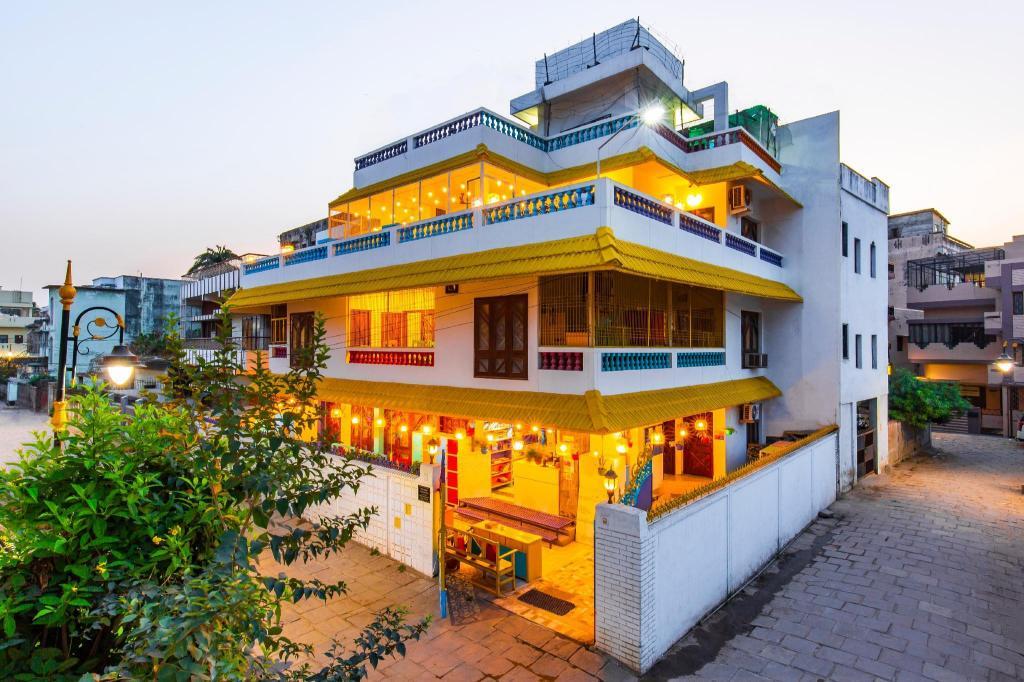 goStops Varanasi (Stops Hostel Varanasi) in India - Room
