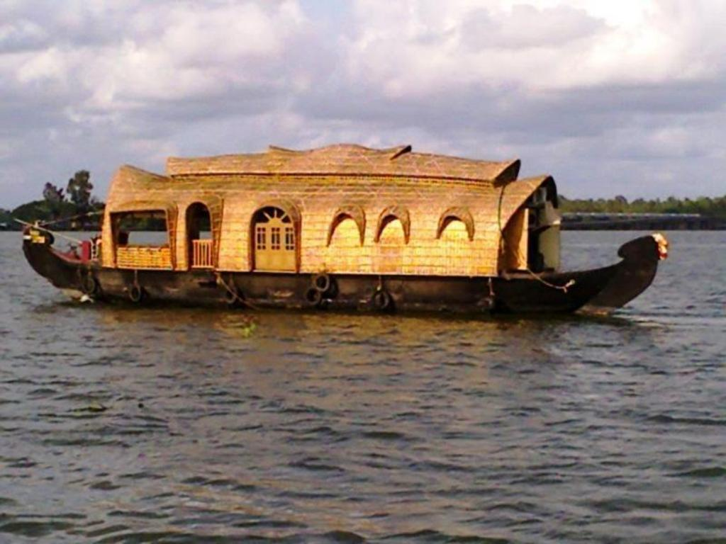 best price on kananavasan houseboat in kumarakom reviews