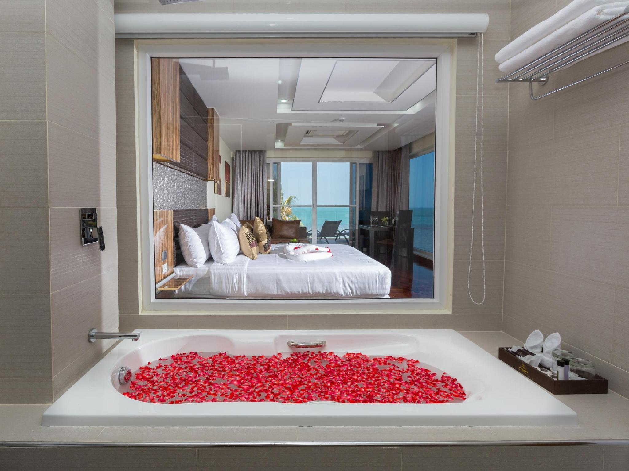 Jacuzzi Sea View Suite