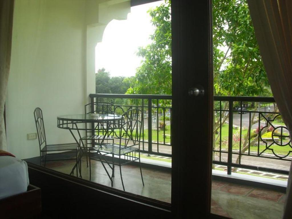 Balcony/terrace Graceland Estates and Country Club