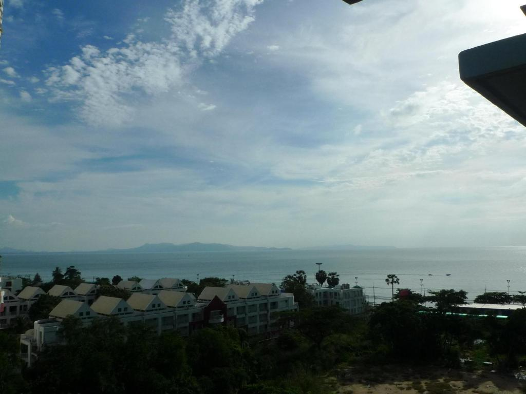 Best Price On The Ralaxing Room At Lumpini Park Beach Jomtien Condo In Pattaya   Reviews