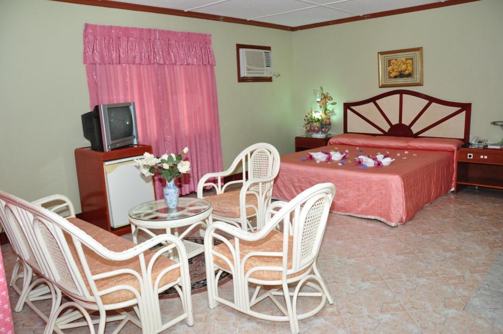 Bohol Plaza Resort & Restaurant - Tagbilaran City - Hotel ...