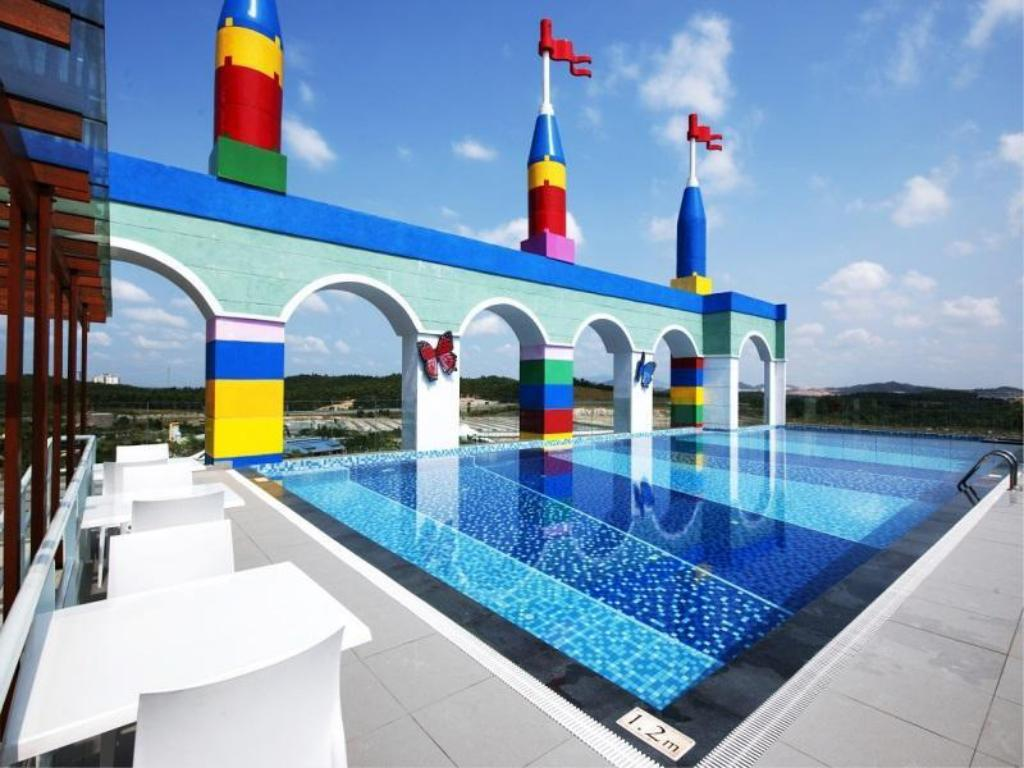 Swimming pool The Legoland Malaysia Resort