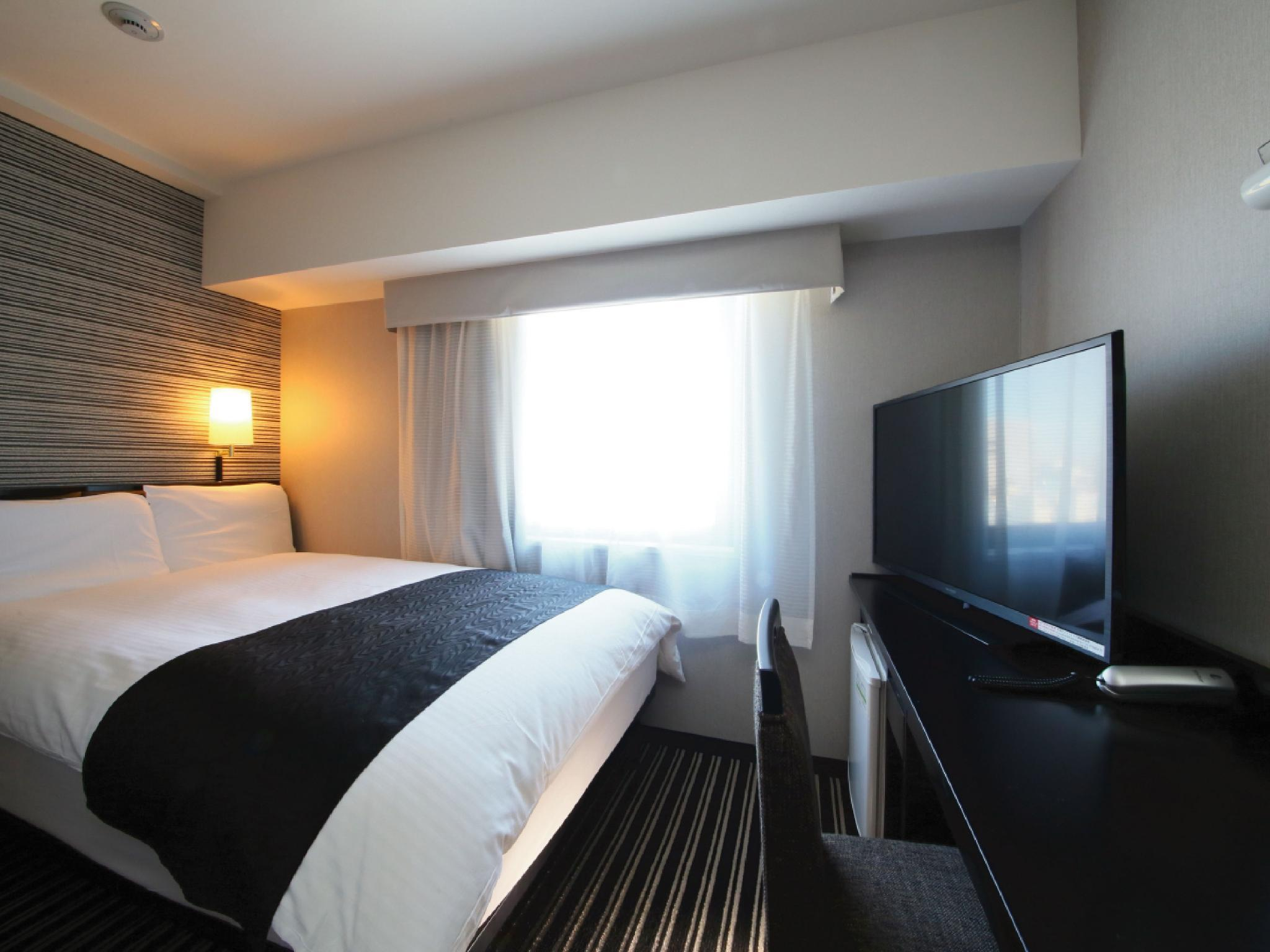Day Use - Double Room - Smoking 5 Hours Between 12:00 and 17:00 (5 hour use only)