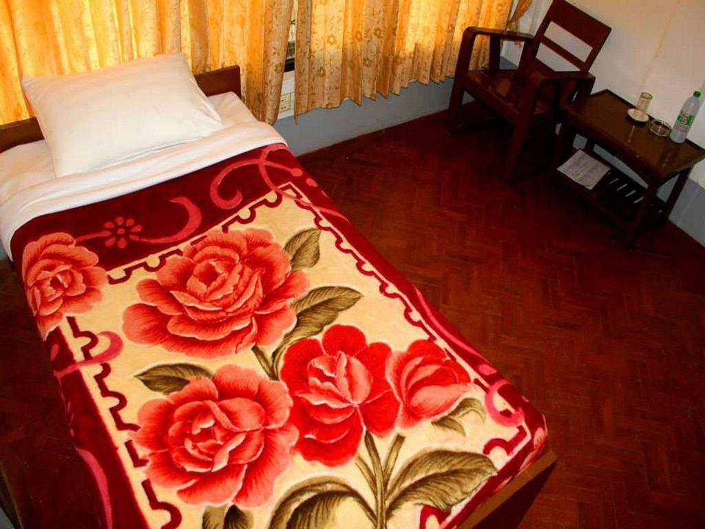 Standard Single Bed Fan Room - Bed Naung Tong Hotel