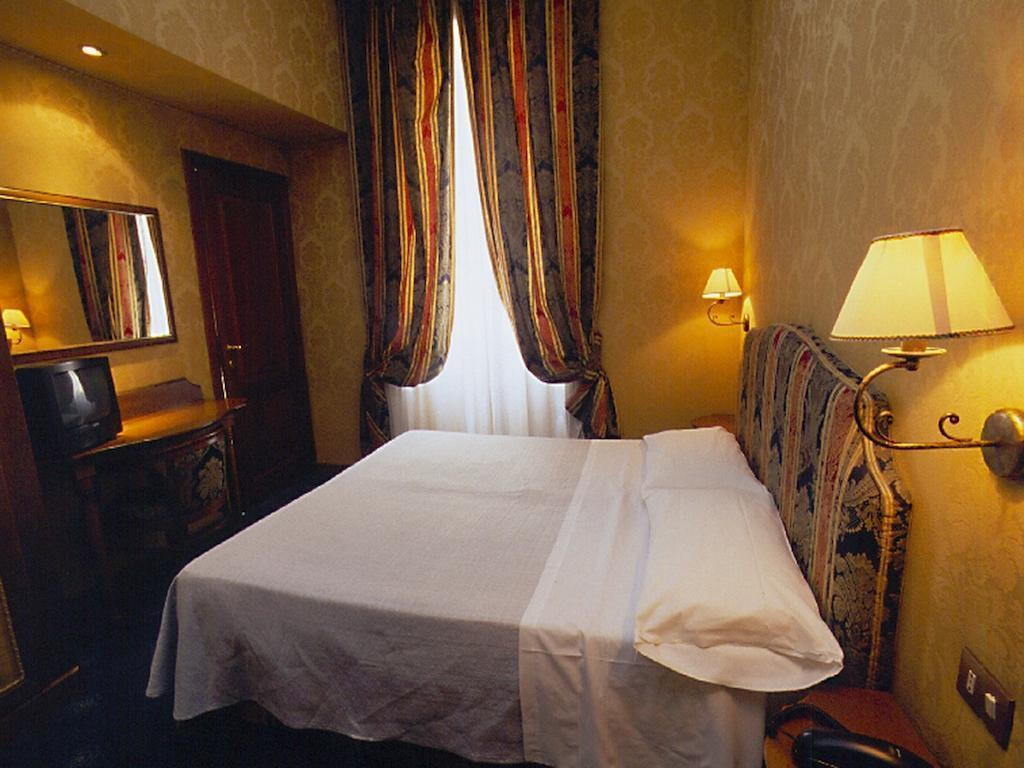 Double or Twin - Bed Hotel Quisisana