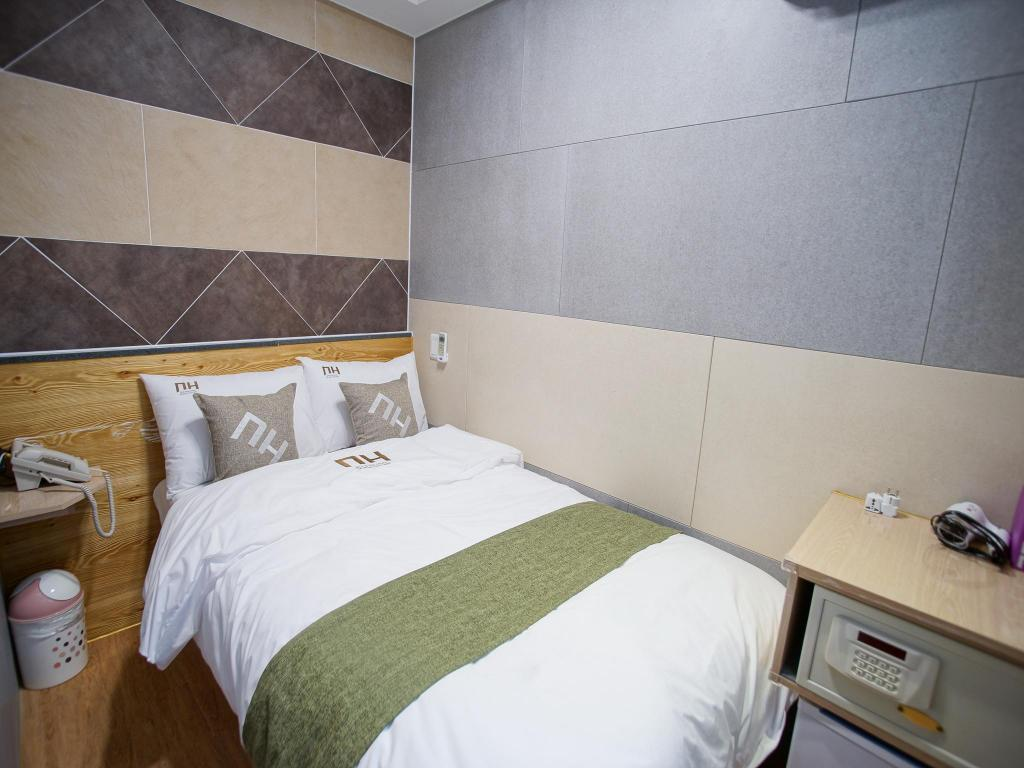 Single Deluxe - Room plan DH Sinchon Guesthouse