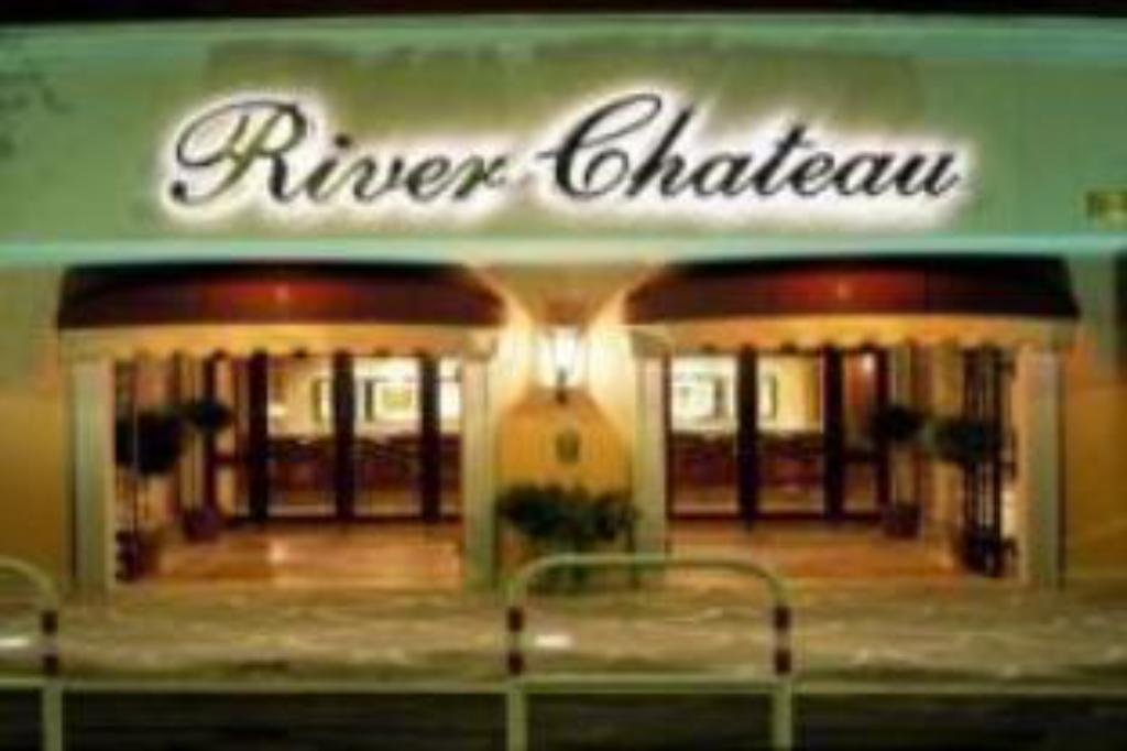 河畔城堡酒店 (River Chateau Hotel)