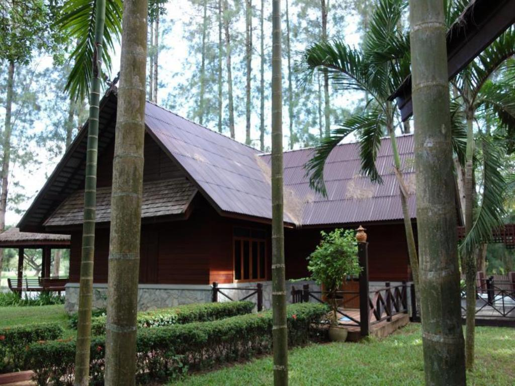 Teak and Pines Bed & Breakfast