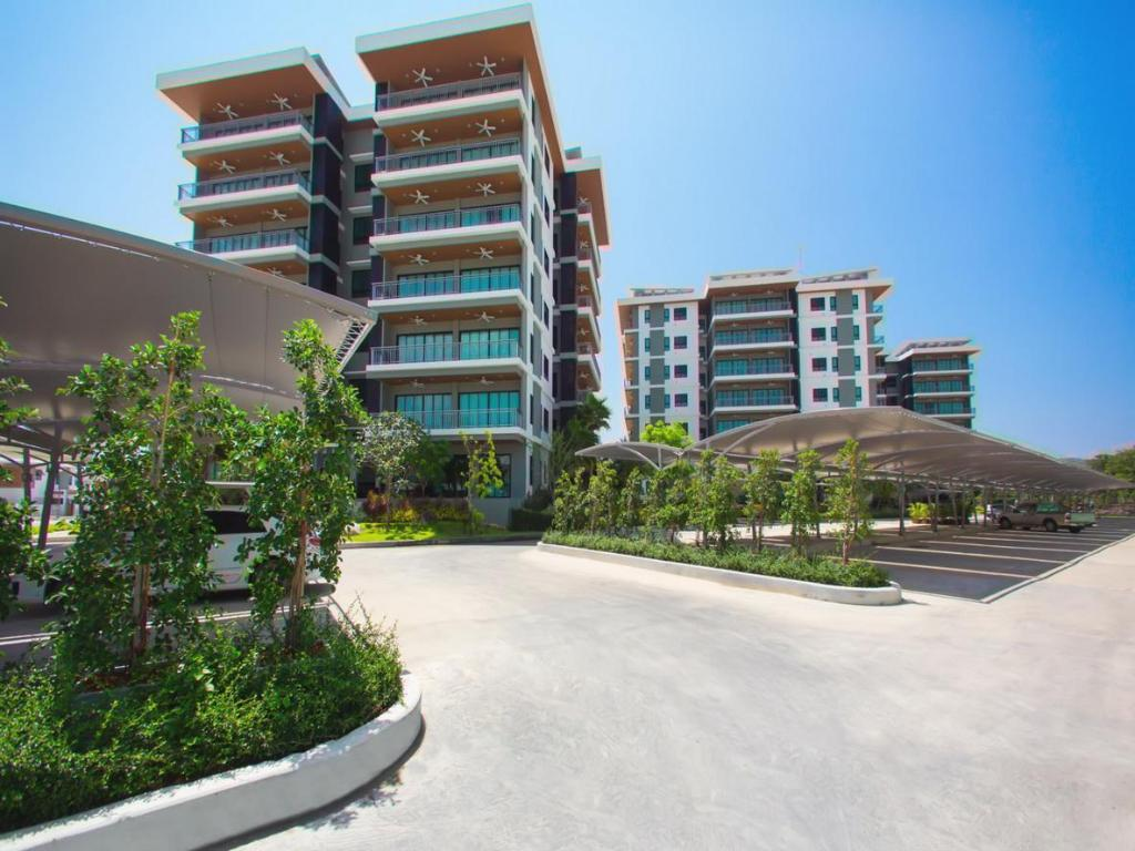 Chalong Miracle Lakeview Condo by TropicLook