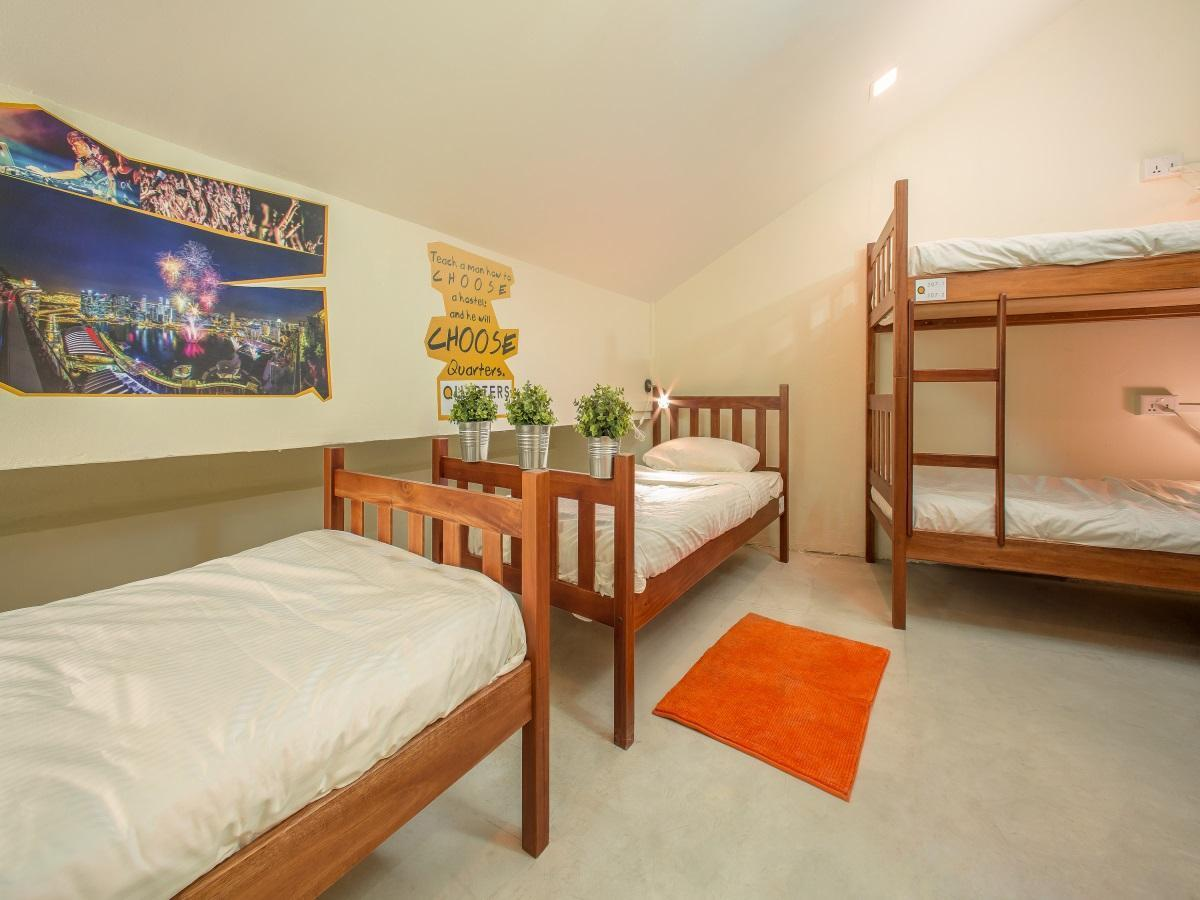Family Room with Shared Bathroom (4 Persons)