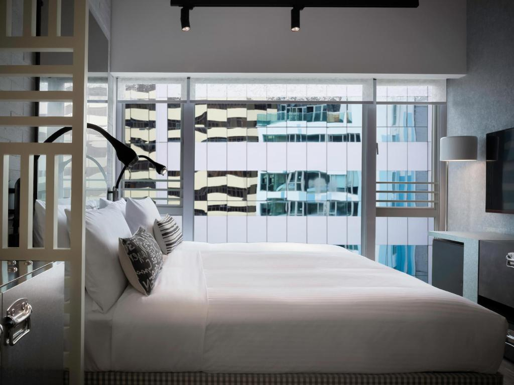 Mini Room Queen Bed Ovolo Southside