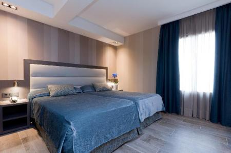 Standard Air Conditioning - Bed Reina Cristina Hotel