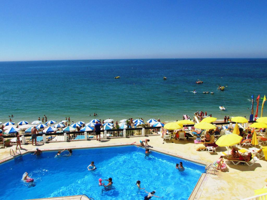 Schwimmbad Holiday Inn Algarve