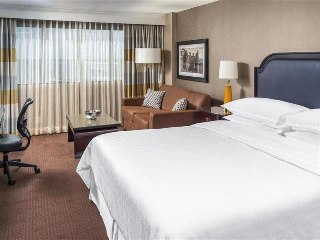 Guestroom Sheraton North Houston at George Bush Intercontinental