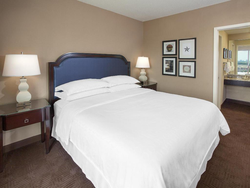 Traditional King Suite - Gulta Sheraton Suites Houston Near The Galleria