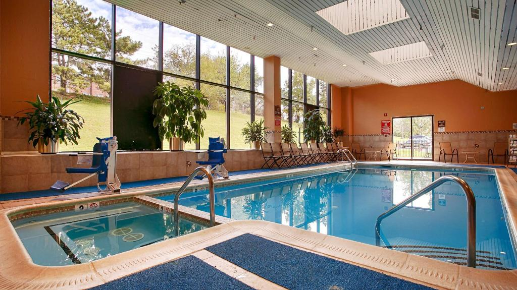 Best western plus hotel and conference center in baltimore md room deals photos reviews for Swimming pools in baltimore county