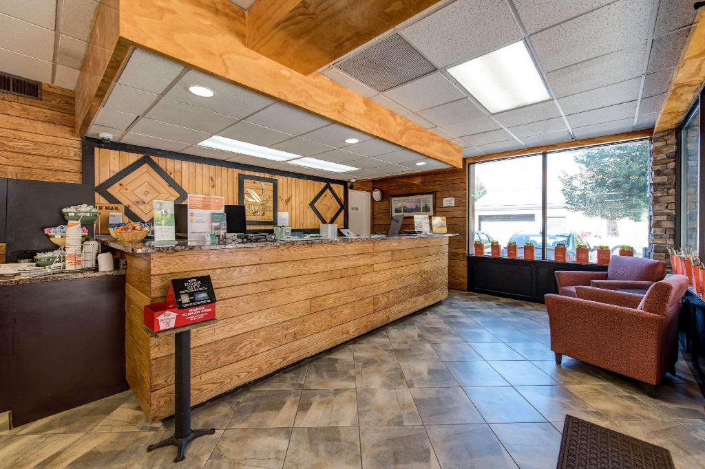 Lobi Quality Inn Creekside - Downtown Gatlinburg