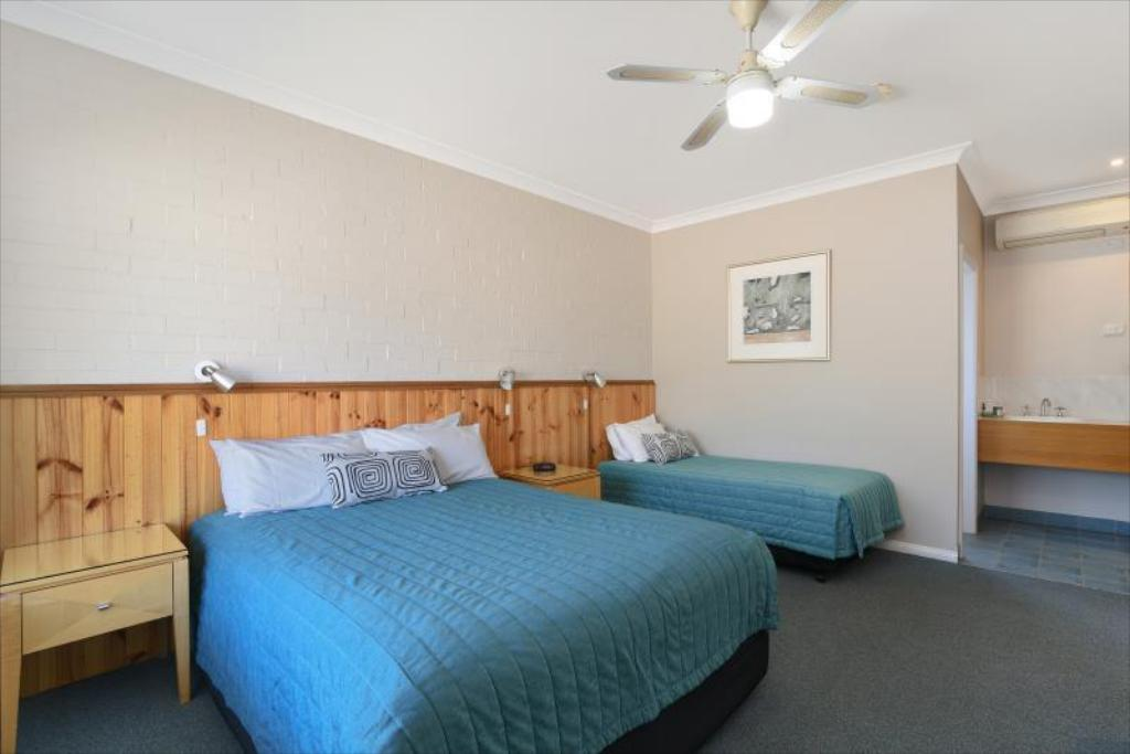 Deluxe Triple Room Catalina Motel Lake Macquarie