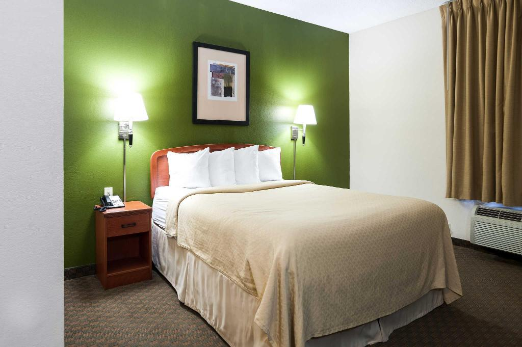 Guestroom Quality Inn & Suites Lake Charles South