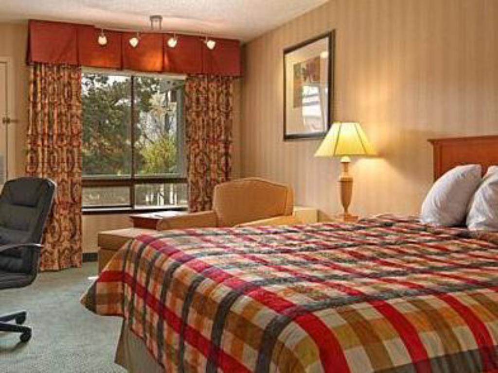 Queen Room - Disability Access Red Lion Inn & Suites Missoula